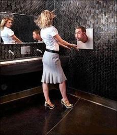 卫生间里的干手器