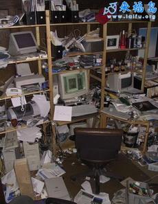 工作狂人的办公室