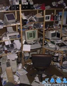 工作狂人的办公室....有比这更乱的吗?!