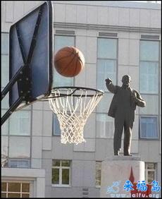 站着无聊的时候我也会偶尔投投篮球