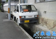 不是每个人都能把车停的这么好的