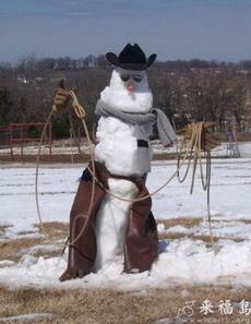 牛仔堆出来的雪人