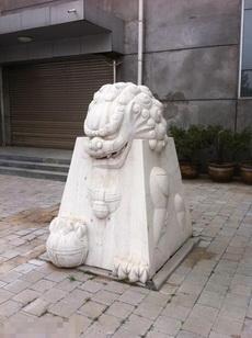 史上最憋屈的石獅子