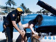 小姐,让警察叔叔来帮帮你吧