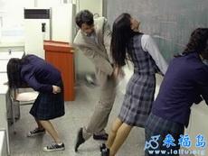 对女学生非常严厉的老师