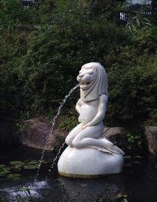 这喷泉不能再丑了