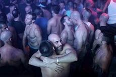 这就是国外的夜店场面,够激情四射的吧!