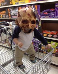小朋友的头盔太恐怖了