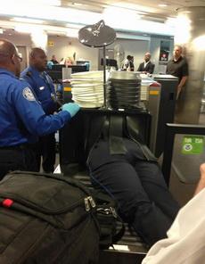 今天在机场这样过安检