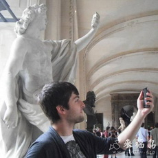 这雕像原来是自拍的意思,完美诠释