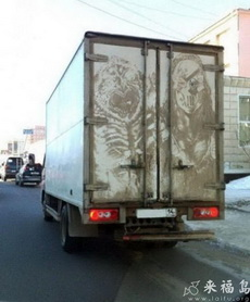 这个车后涂鸦太厉害了