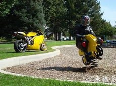 弹簧摩托车