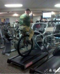 这是健身还是练杂技啊