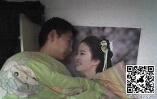 宿舍男屌丝每天都能和女神一起睡觉