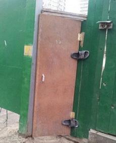 工頭說讓我換成那種自動關上的門