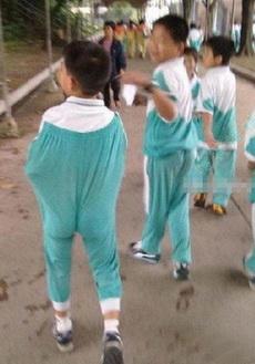 史上最潮的校服穿法,超级高腰!