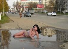 你以为这里是沙滩吗?!