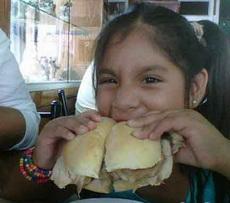 从小就有女汉子加吃货的特质!