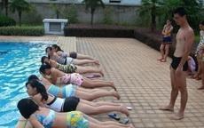 别拦我,我也要当游泳教练