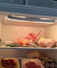昨晚老婆说手机发烫,这尼玛是我早晨开冰箱看到的一幕啊!