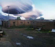 这云是龙卷风来临的节奏么?