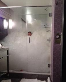 艾瑪,沐浴露用得好像有點多