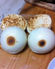 出差剛回家,就看到老婆做的烤饃,感覺怪怪的