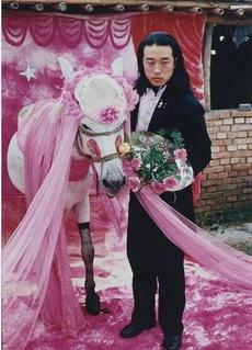 新娘很漂亮,黑色蕾丝