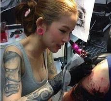 这纹身师肯定不一般