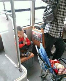 灵童转世惊现于世,公交车上现熊孩子真身