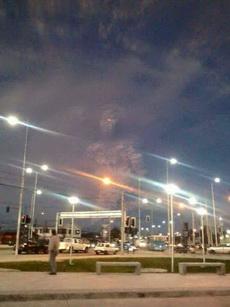 智利火山爆发后,朋友拍到了一张照片