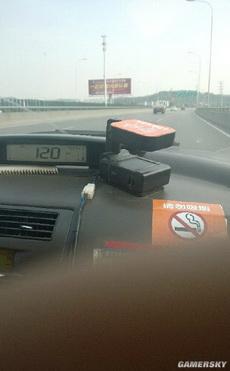 司机开慢点!都120了,我TM不用去电影院看速度与激情了!