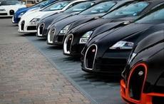 迪拜的路边停车场