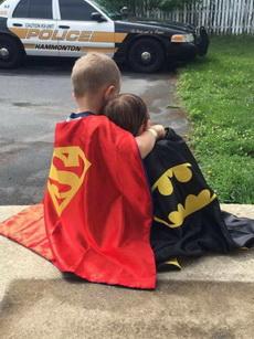 我早说超人和蝙蝠侠绝对有事儿!