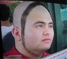 理发师:怎么剪?我:稍微修一下吧!
