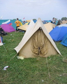 这间是女孩子住的帐篷!