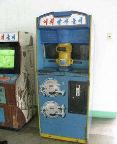 北朝鮮游戲機廳里的一臺框體……看不懂怎么玩啊