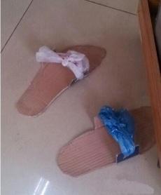 昨晚去宾馆,小妹拿来一双拖鞋让我震精