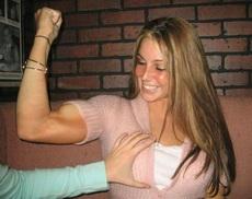 妹子很强壮啊