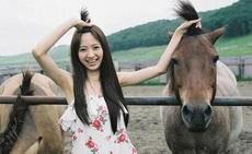 和妹子一样的马