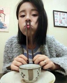 筷子当吸管?