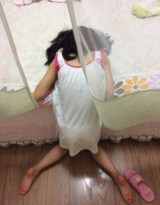 看着妹子这样睡也是醉了!
