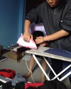 活久见——头发不够直?没关系,泰国中学生教你怎么在家熨直发!