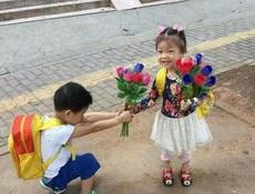 女儿被男同学求婚了,我该说神马呢