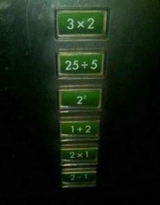 这电梯按钮太考验人的数学了