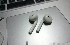 出苹果七了,媳妇就把苹果六的耳机给剪了