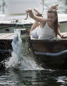 妹子你这钓鱼技术哪儿学的?