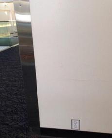 深深的恶意:机场墙上的涂鸦
