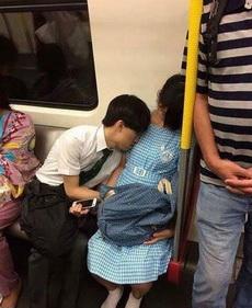 兄弟,枕着还舒服么~