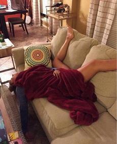 女汉子睡姿就是霸气